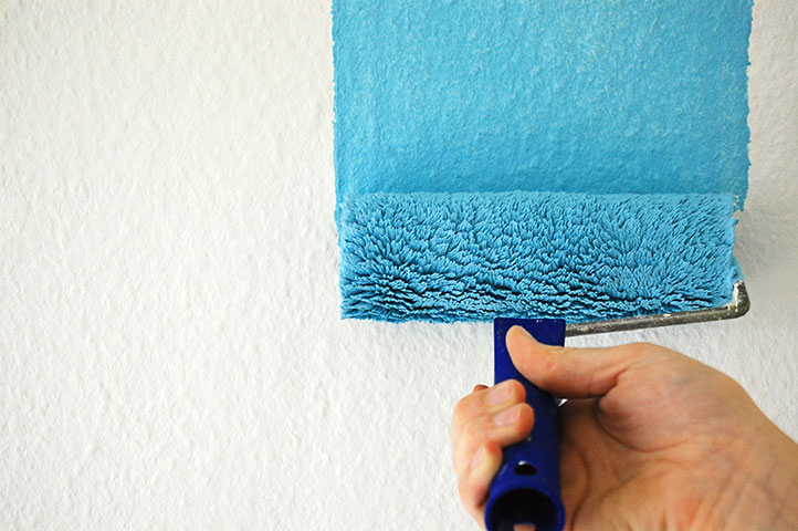 painting-the-walls-in-one-coat